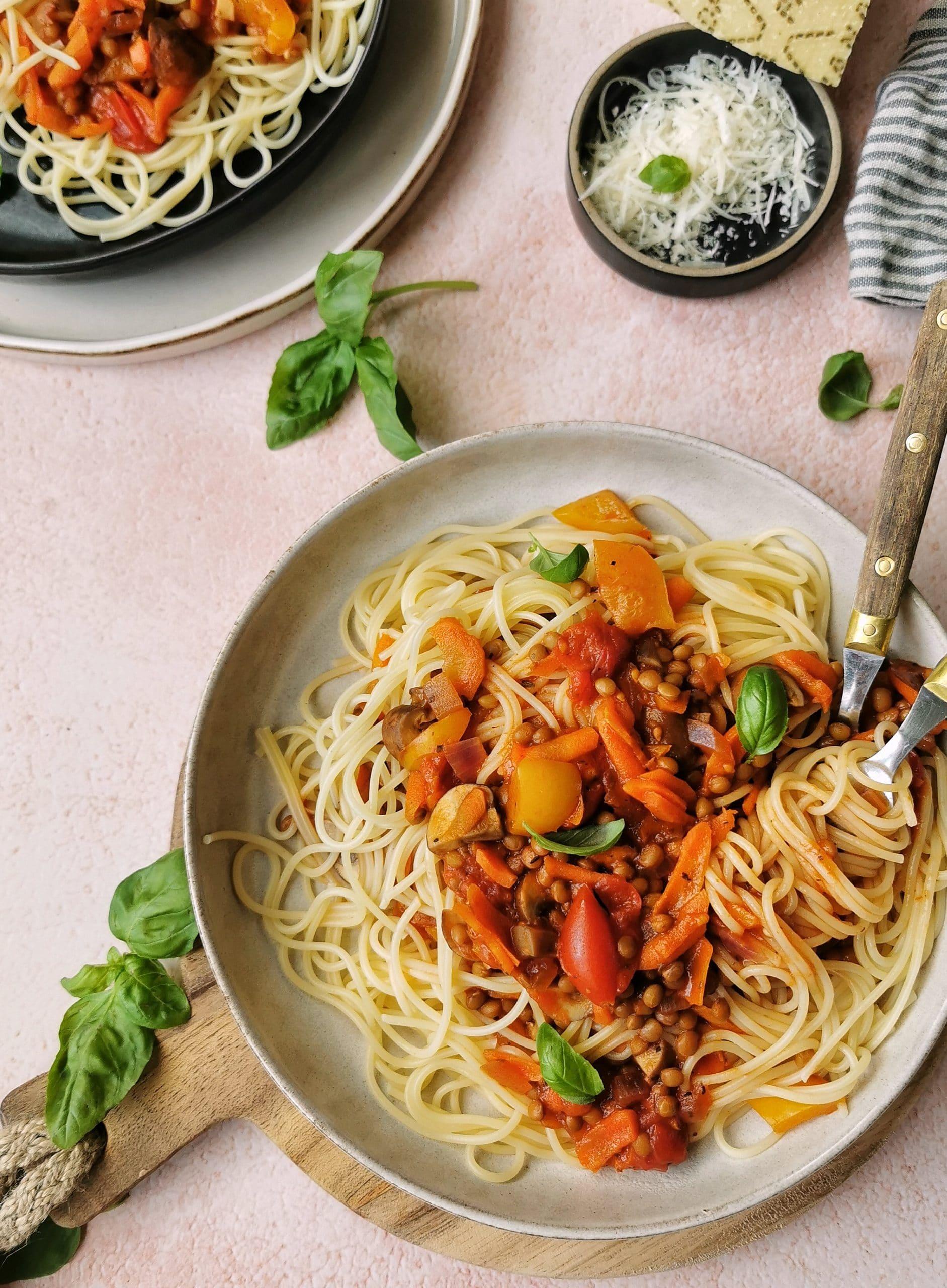 Vegetarische pasta rode saus