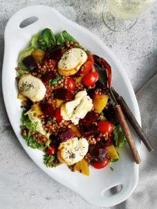 Vegetarische maaltijdsalade met bieten