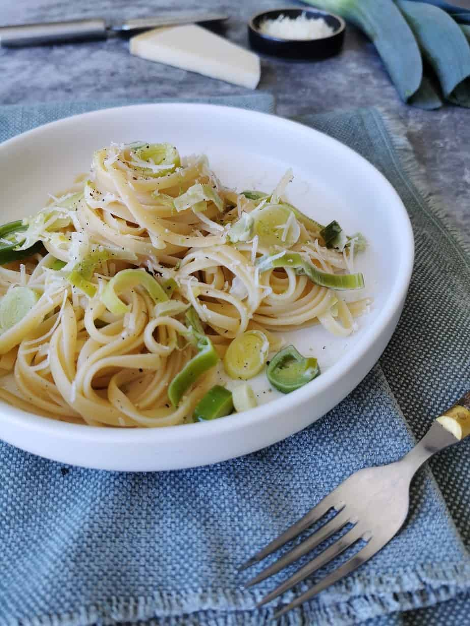 Vegetarische pasta met prei