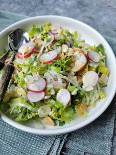 Vegetarische salade met kappertjes mayonaise