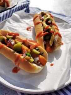 Broodje hotdog met wortel