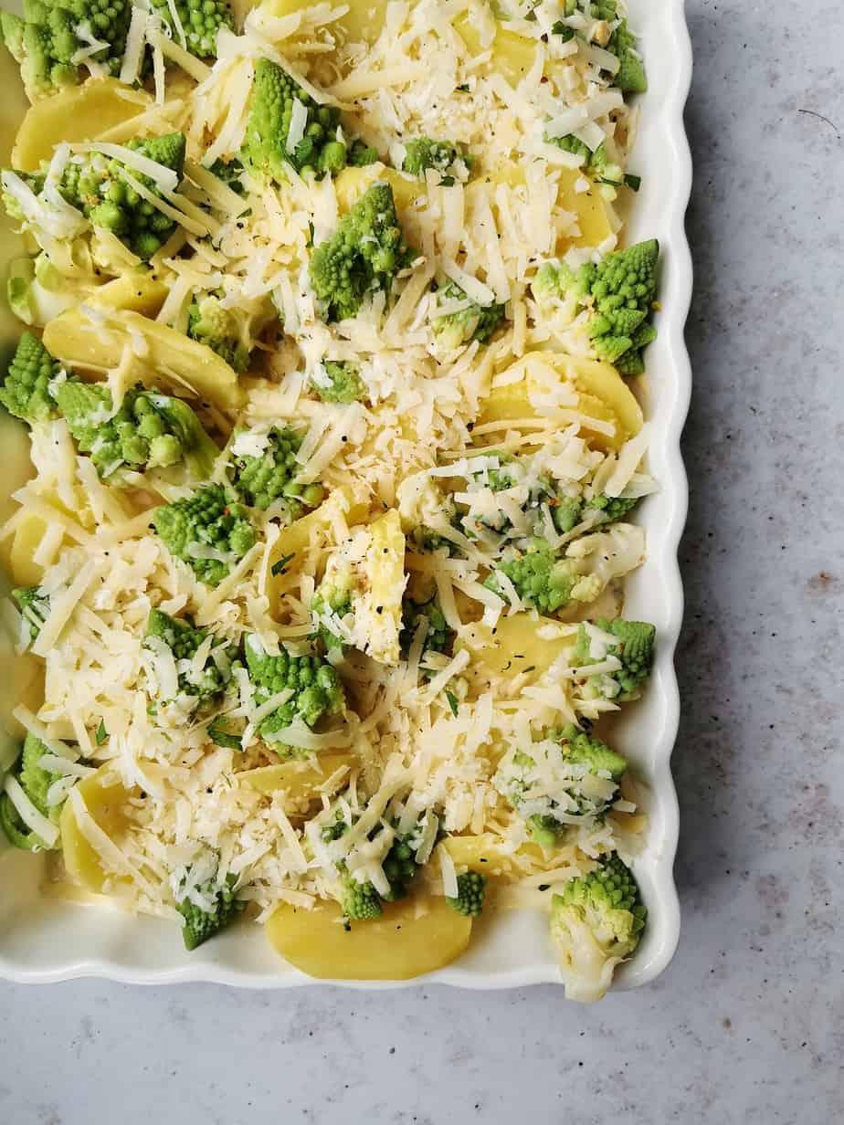 Vegetarische ovenschotel aardappel bloemkool broccoli