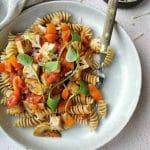 Vegetarische pasta rode saus met tofu