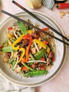 Aziatisch roerbak met rijst