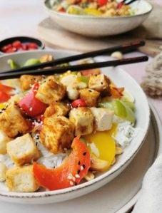 Knapperige roerbak tofu